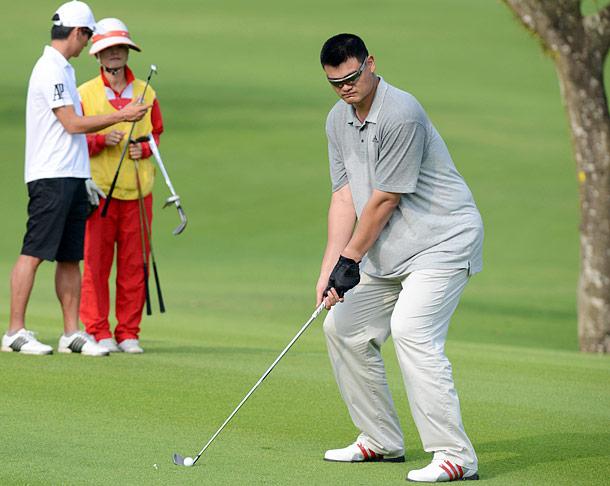 Yao Ming Golfing?